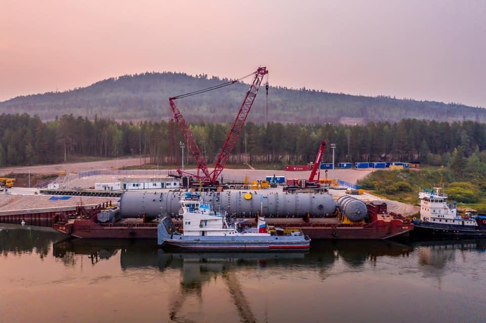 Крупногабаритное оборудование для Иркутского завода полимеров доставлено в Усть-Кут
