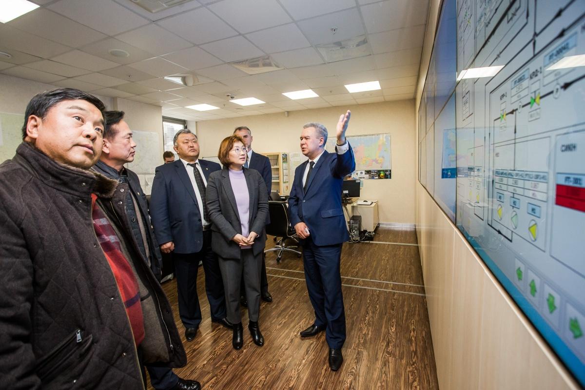 Корейская делегация в центральной производственно-диспетчерской службе ИНК